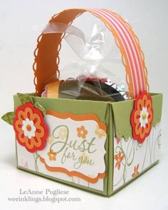 Hostess Scallop Envelope Box by LeAnne Pugliese - Cards and Paper Crafts at Splitcoaststampers