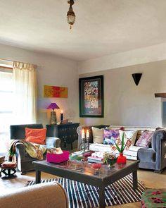 Keltainen talo rannalla: Persoonallisia ja värikkäitä koteja