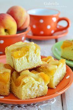 Gabriella kalandjai a konyhában :): Túrós-barackos álom Cottage Cheese, Cornbread, Cake Recipes, Dinner Recipes, Food And Drink, Ale, Peach, Sweets, Cookies