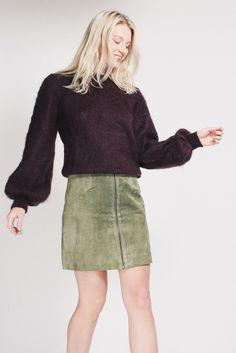 Mohair Knit - Vineyard wine dark purple burgundy wool pullover sweater by MAUD Suede Skirt, Leather Skirt, Dark Purple, Pullover Sweaters, Burgundy, Mini Skirts, Wool, Knitting, Vineyard