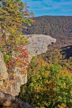 Hawksbill Crag (Whitaker Point): most photographed spot in Arkansas! (Ozark N. A must see! Hidden Places, Places To Go, Van Buren Arkansas, Missouri Hiking, Arkansas Vacations, Arkansas Camping, Eureka Springs Arkansas, West Memphis Arkansas, Ozark National Forest