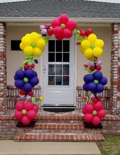 Balloon Flower Arch #Idea #Life size #Party decor +++ Decoracion de fiesta celebracion con Arco de flores  de colores de globos tamaño natural #Gigante