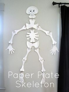 Un esqueleto hecho de platos de cartón, ideal para fiestas Halloween! / A skeleton made with paper plates, ideal for Halloween!
