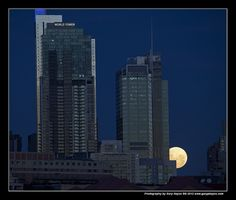 004_Bad Sydney Super Moon Arising by Gary Hayes, via Flickr