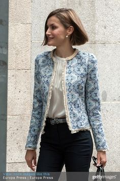 Queen Letizia shows off her style credentials in Madrid The Spanish monarch was seen arriving for a meeting with the Spanish Association Against Cancer (AECC) in Madrid, Spain. Royal Fashion, Look Fashion, Fashion Outfits, Womens Fashion, Fashion Design, Chanel Jacket, Queen Letizia, Elegant Outfit, Mode Style