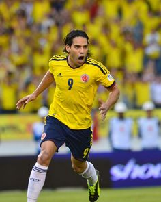 Radamel Falcao of Colombia in action at 2011 Copa America. Carlos Valderrama, Soccer Pro, Family Relations, Football Players, Manchester United, Biography, World Cup, Running, Pride