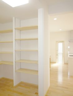 ちょっとした一手間をなくし、収納上手に! Bookcase, Shelves, Home Decor, Shelving, Decoration Home, Room Decor, Book Shelves, Shelving Units, Home Interior Design
