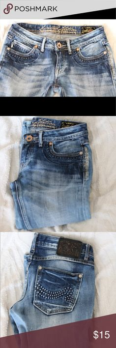 Express capris Size 24 capris jeans from express, so super cute. Worn once. Express Pants Capris