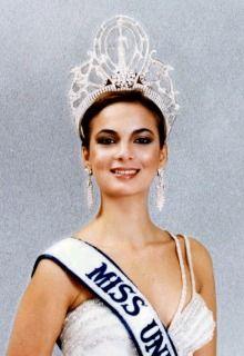 Venezuela obtiene en 1979 primera corona del Miss Universe con Maritza Sayalero!