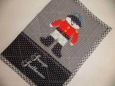 **NOME  BORDADO  TEM  ACRÉSCIMO  DE  $ 6,00**  Porta documento (R.G., carteira de vacina, cartão médico, certidão de nascimento, passaporte...)  Confeccionado em tecido e forro 100% algodão e estruturada com manta acrílica.  Pode ser lavado a máquina.  As cores e apliques podem variar R$ 31,00