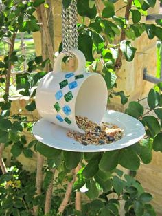 Blogger Morena's Corner turned a teacup on its side to serve food to feathered friends — and laid the saucer out as the welcome mat. #diy #crafts #birdfeeder