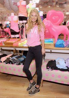 Elsa Hosk Photo - Victoria's Secret PINK Kings Plaza Mall DIY patterns for a cute purse co. Elsa Hosk, Pink Outfits, Cute Outfits, Mall, Victoria Secret Outfits, Victoria Secrets, Ellie Saab, Pink Nation, Womens Fashion Sneakers