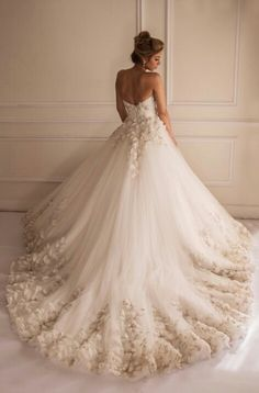Beautiful wedding gown made by egyptian designer Yasmine Yeya ***** Maison Yeya ***** #weddingdress