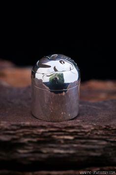 Zilveren doosje met deksel 'Koi karper' | Silver little box with cover 'Koi carp' Koi Carp, Little Boxes, Handmade Jewellery, Inspiration, Jewelry, Decor, Biblical Inspiration, Handmade Jewelry, Jewlery