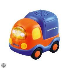 Toet Toet auto Victor Vrachtwagen. Vooruit nog maar een toetoept auto omdat die geluidjes echt heel grappig zijn.