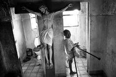 Francesco Zizola: Kuito, Provincia de Bié, Angola, 2002