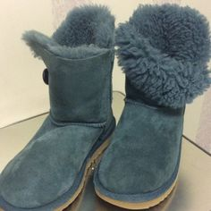 Blue Ugg boots No major stains or scuffs on boots.  Look at all pictures.  Not as fluffy inside but still looks good UGG Shoes