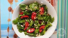 Lemon and Strawberries: Spinach & tomato salad with roasted almonds