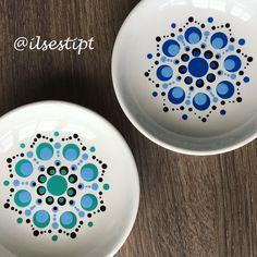 Dot Art Painting, Mandala Painting, Ceramic Painting, Pottery Painting Designs, Paint Designs, Mandala Dots, Mandala Design, Stippling Art, Mandala Painted Rocks