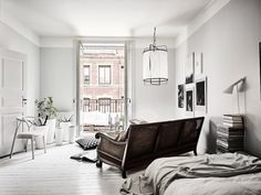 Bright White and Grey Studio Apartment House Decoration Items, Diy Home Decor, Room Decor, Studio Decor, Interior Design Minimalist, Studio Apartment Decorating, Scandinavian Interior Design, Design Interior, Dark Interiors