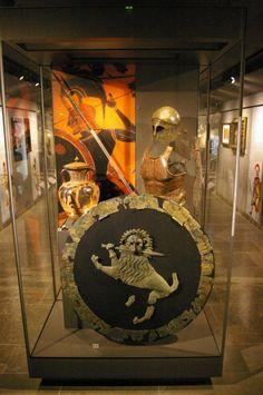 Ancient Greek aspis shield, muscle cuirass, Corinthian helmet, dory spear and kopis sword. - #greek #military