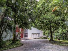 https://flic.kr/p/rokhug | Uma jóia arquitetônica de estilo modernista! Gávea, Rio de janeiro, Brasil. | <i>Instituto Moreira Salles, residência da família de mesmo nome projetada em 1948 pelo arquiteto Olavo Redig de Campos com paisagismo do mestre Burle Marx.</i> ________________________________________________  <i>An architectural gem in modernist architecture style projected by Olavo Redig Campos in 1948 with gardens of the master Roberto Burle Marx. Today this residence is a cultural…
