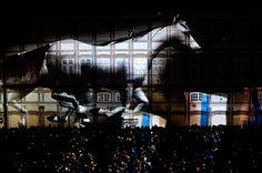 Espectáculo dos La Fura Dels Baus na abertura de Guimarães Capital Europeia da Cultura, na Praça do TouralADRIANO MIRANDA