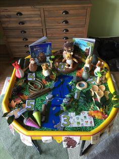 Gruffalo tuff table Gruffalo Eyfs, Gruffalo Activities, Playgroup Activities, Gruffalo Party, Nursery Activities, The Gruffalo, Learning Activities, Preschool Activities, Sensory Bins