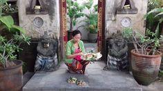 Daily offerings (2)  #hindu #hinduism #spiritual #balinese #hindubali #bali #balipeople #proudtobebalinese #ritual #instatravel #instafood #instadaily #culture #believer #faith #breakfast #lunch #dinner #bali #seminyak #kuta #foodporn #foodgasm #ilovebali #balilife #photooftheday #pray #offerings