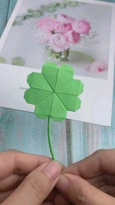 16 Simply Creative Paper Crafts For Kids – Origami – omcraft Paper Flowers Craft, Paper Crafts Origami, Paper Crafts For Kids, Diy Paper, Paper Crafting, Paper Art, Origami Flowers, Gift Flowers, Diy Crafts Hacks