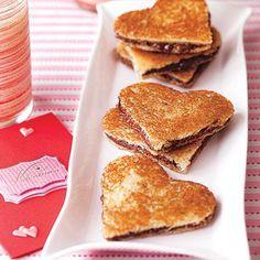 Valentine's Day Desserts: Chocolate Panini Grilled Sandwich Recipe, Panini Recipes, Nutella Sandwich, Panini Sandwiches, Heart Shaped Chocolate, Chocolate Hearts, Melted Chocolate, Nutella Chocolate, Valentine Chocolate