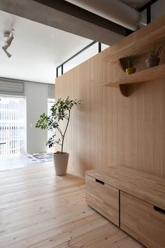 This small modern apartment in Yokohama, Japan designed by Sinato uses a multifunctional central wooden unit to serve as a partition wall between the living area and the sleeping area. Tokyo Apartment, Japanese Apartment, Apartment Renovation, Urban Apartment, Modern Japanese Interior, Modern Interior Design, Interior Styling, Interior Architecture, Tokyo Architecture