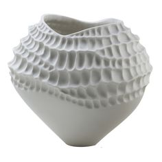 As summer approaches discover our curated selection of all-white ceramic vases and decorative objects characterized by sophisticated textures and decorations and all handmade by talented Italian ceramists. Porcelain Jewelry, Porcelain Ceramics, Ceramic Vase, Ceramic Pottery, Porcelain Doll, Fine Porcelain, Porcelain Tiles, Painted Porcelain, Hand Painted