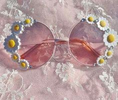 Pastel pink round flower daisy sunglasses with silver crystals