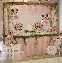 Image may contain: wedding and indoor Minie Mouse Party, Minnie Mouse Theme Party, Minnie Mouse Birthday Decorations, Minnie Mouse First Birthday, Minnie Mouse Baby Shower, Minnie Mouse Pink, Mickey Party, Minnie Princess, Decoration Buffet