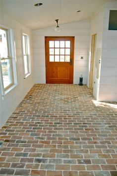 farmhouse mudroom brick floor \\ I have always wanted a brick floor in my mud room. Maybe next house we build. Style At Home, Brick Flooring, Farmhouse Flooring, Flooring Ideas, Farmhouse Floor Plans, Brick Pavers, Kitchen Flooring, Modern Farmhouse, Farmhouse Style