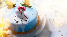 These gorgeous Christmas cakes will make you rethink your usual Christmas cookie selection.