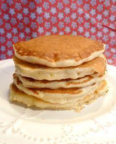Des pancakes épais, moelleux, fluffy! Une recette facile à faire et délicieuse pour un petit-déjeuner ou un brunch