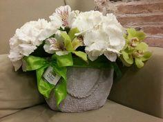 Borsa di ortensie e orchidee