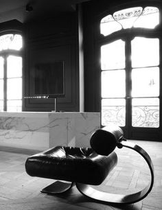 Lounge Chair designed by Oscar Niemeyer at Artcurial Intérieurs by Joseph Dirand Top Interior Designers, Modern Interior Design, Interior Architecture, Modern Interiors, Teak Outdoor Furniture, Cool Furniture, Furniture Design, Bespoke Furniture, Furniture Projects