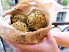 Les arancini sont de délicieuses boules de riz pannées renferman un cœur… Muffin, Eggs, Breakfast, Food, Battle, Grasses, Rice, Kitchens, Morning Coffee