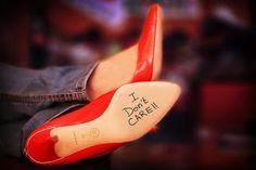 Elenara Elegante: Fui comprar tenis e saí de sapatos vermelhos