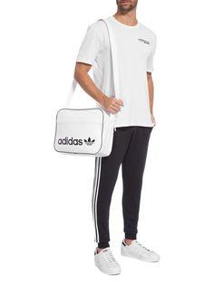 4a7f03607 Bolsa Masculina Airliner Vintage, Adidas Originals.A bolsa branca é  produzida em material tecnológico