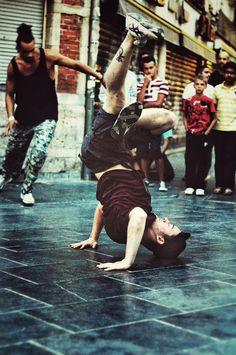 Street Dancer by Laurent T. Dance Photography, Photography Photos, Hip Hop Dance Moves, Outdoor Fitness Equipment, Best Hip Hop, Kinds Of Dance, Dynamic Poses, Shall We Dance, Best Dance