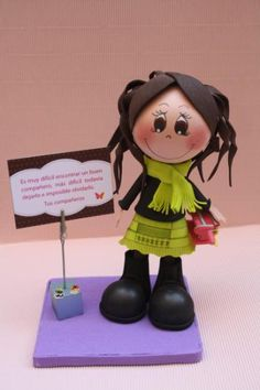 muñeca personalizada  goma eva,pintura acrilica,porexpan goma eva termoformada