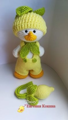Crochet Dolls Patterns Amigurumi Daisy Duck - FREE amigurumi patterns and tutorials to make the cutest crochet toys. This crochet style is very easy and fun, and your kids will love you for it. Crochet Birds, Crochet Teddy, Cute Crochet, Crochet Crafts, Crochet Toys, Crochet Baby, Crochet Projects, Knit Crochet, Crochet Style