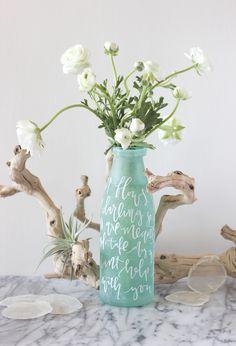A Fabulous Fete: lettered vase // wedding diy Jar Crafts, Bottle Crafts, Diy Wedding Projects, Diy Projects, Do It Yourself Decoration, Do It Yourself Inspiration, Color Inspiration, Wedding Vases, Wedding Decor