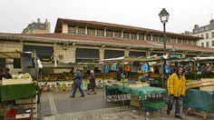 Photo de l'équipement Marché couvert Beauvau (marché d'alegre) Le marché couvert Beauvau (Paris 12e) n'est pas une halle Baltard, mais il vaut le coup d'oeil pour les amateurs d'architecture, avec sa charpente en coque de bateau retournée.