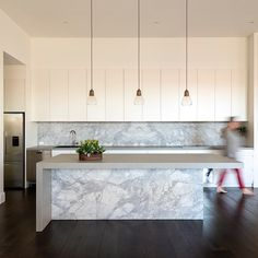 Gorgeous superwhite dolomite splashback for the island and the back bench, combined with Neolith Phedra on the. Kitchen Cabinetry, Kitchen Flooring, Kitchen Countertops, Kitchen Cupboard, Diy Kitchen Decor, Kitchen Design, Kitchen Ideas, Stone Benchtop, Stone Kitchen