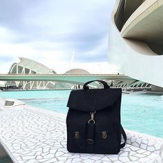 Black Survey in Valencia!!  #kjøre #valencia #spain #photo #igers #instagram #handmade #backpack #black #shoes #vibram #sole #kjoreproject #premium #newzealand #natural #tanned #oil #evolution #leather #love #minimal #design @kjoreproject